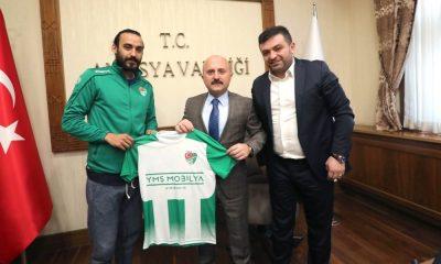 Vali Varol'a Amasyaspor forması