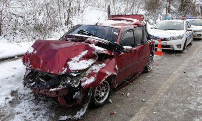 Buzlu yolda zincirleme trafik kazası: 6 yaralı