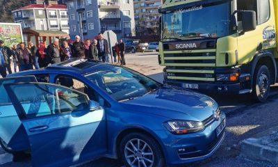 Kamyon ile otomobil çarpıştı: 4 yaralı