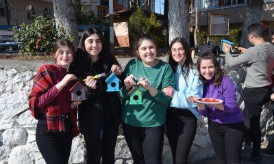 Liseli öğrencilerden kuşlara sıcak yuva