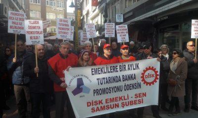 Samsun'lu Emekliler Promosyonlar İçin Yürüyüş Yaptı