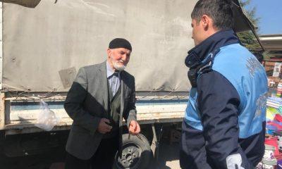 Amasya'da yasağa uymayan vatandaşları zabıtalar uyardı