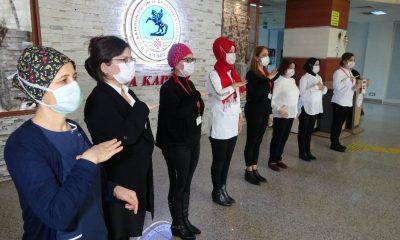 Hastane personelinden işaret diliyle 'evde kal' çağrısı