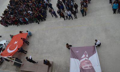 Liseli öğrenciler şehitler için tek ses tek yürek