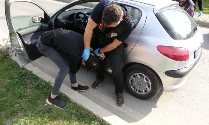 Narkotik uygulamasından kaçan sürücü kıskıvrak yakalandı