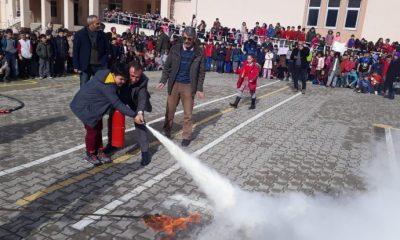 Öğrencilerden yangın tatbikatı