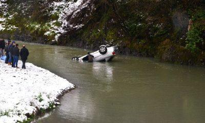 Otomobil ırmağa uçtu: 1 ölü