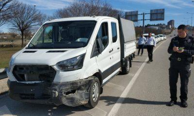 Samsun'da kamyonet bariyere çarptı: 2 yaralı