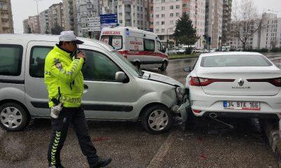 Samsun'da kamyonet park halindeki otomobile çarptı: 1 yaralı