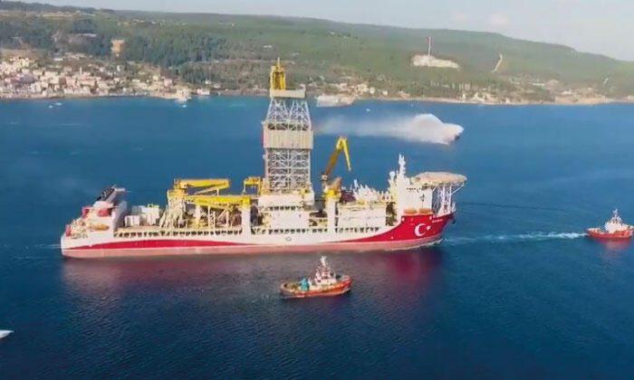 Bakan Dönmez: Kanuni, Çanakkale Boğazı'ndan 'Şehitler Abidemizi' selamlayarak çıktı